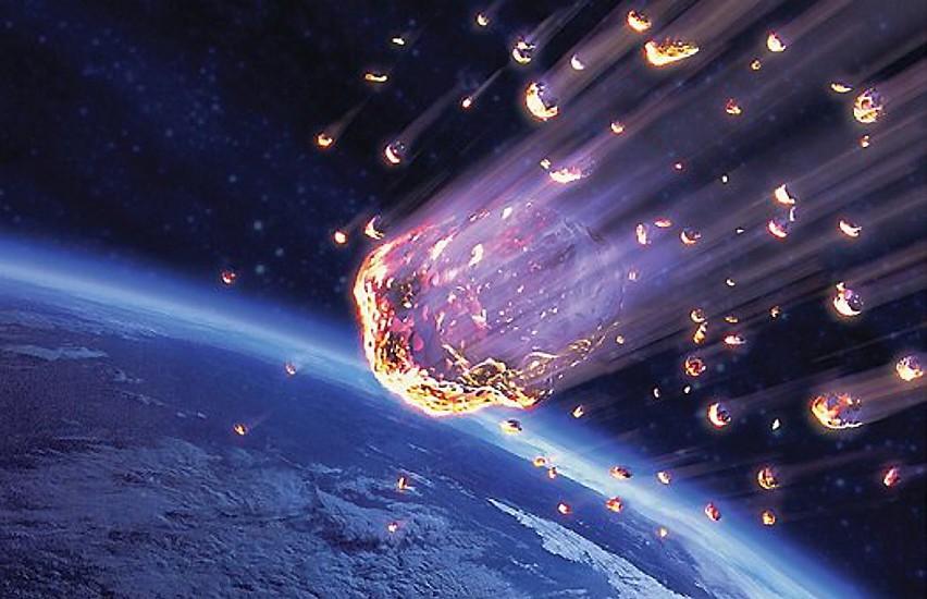 Meteory wpadające w atmosferę ziemską.