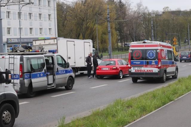 Dwa samochody osobowe, audi i seat, zderzyły się 15 kwietnia około godz. 14 na skrzyżowaniu ulic Zachodniej i Drewnowskiej.Ze wstępnych ustaleń policji wynika, że przyczyną wypadku było nieustąpienie pierwszeństwa przejazdu przez jednego z kierowców. Na szczęście nikt w zdarzeniu nie odniósł obrażeń.W miejscu kolizji trzeba się liczyć z utrudnieniami w ruchu.