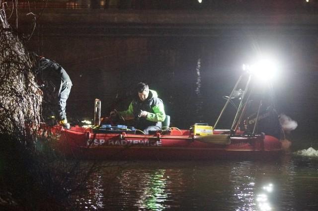 W sobotę odbyły się kolejne ochotnicze poszukiwania zaginionego Michała Wojtysiaz Kościelnej Wsi. Tym razem sprawdzano koryto Prosny przy użyciu sonaru oraz podwodnego robota. Zobacz więcej zdjęć z akcji ---->