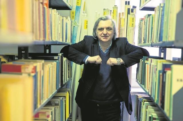 Prof. Jan Poleszczuk, dyrektor Instytutu Socjologii i Kognitywistyki, kierownik Zakładu Metodologii Badań Społecznych i Statystyki. Studia socjologiczne ukończył w 1982 roku na Uniwersytecie Warszawskim, na którym również uzyskał habilitację w 2005 roku. Doktorat obronił w Polskiej Akademii Nauk w 1988 roku (Socjologa humanistyczna a teoria kultury).
