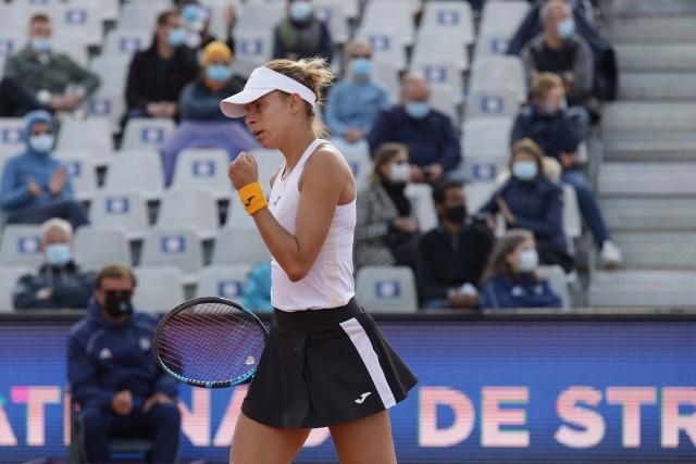 Magda Linette w Strasburgu pokazuje, że nie zapomniała grać w tenisa. Poznanianka jest we Francji w najwyższej formie od czasu powrotu w marcu na kort po wyleczeniu kontuzji kolana