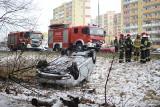 Dachowanie samochodu na ul. Warszawskiej w Grudziądzu [wideo, zdjęcia]