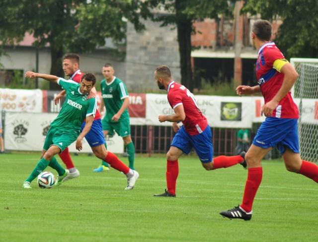 Rossi Leandro (z piłką) strzelił dwa gole dla Radomiaka w meczu z Rakowem w Częstochowie.