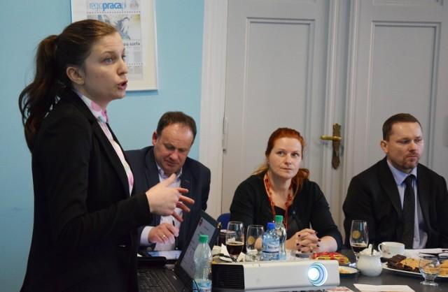 Do poprzedniej edycji konkursu Magnolia zgłosiła Mulatka i Blok Lubuski. Na zdjęciu Monika Kucner prezentuje konkursowe wyroby kapitule.