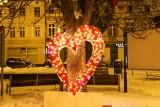 Lubliniec wystroił się na walentynki. Drzewo serc i foto ramka na Rynku!