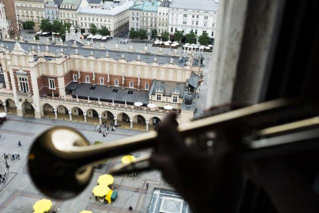 Krakowska straż pożarna szuka dwóch nowych hejnalistów. Czy znajdą się chętni?