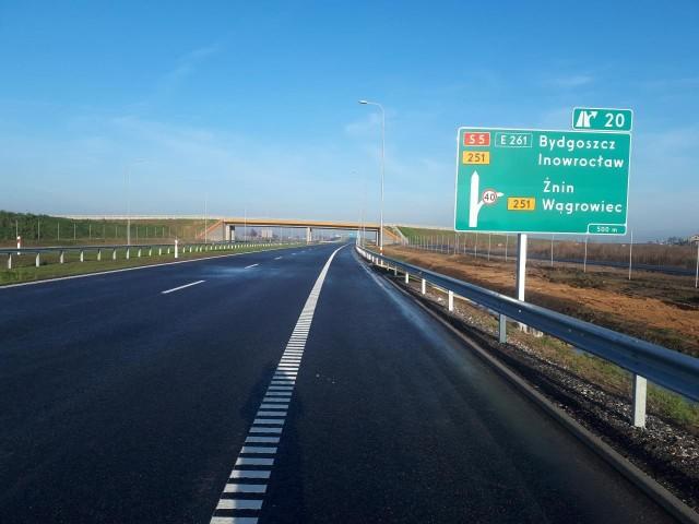 Droga S5 od poniedziałku, 23 grudnia nie kończy się już na węźle Mieleszyn, ale prowadzi dalej, aż do Żnina, gdzie łączy się z istniejącą drogą krajową nr 5.