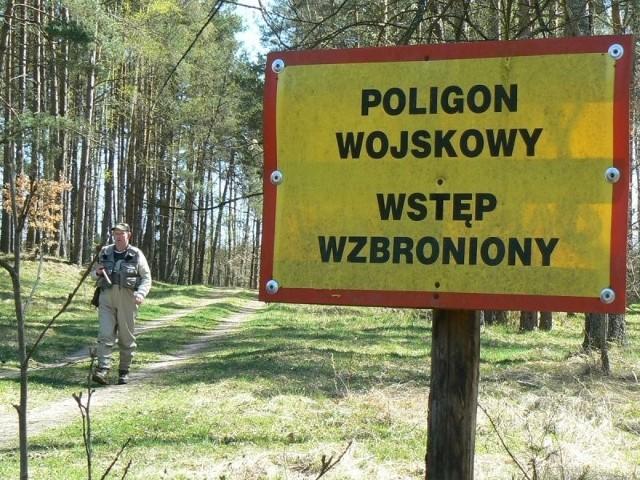 W lasach sucho, bardzo sucho. W okolicy poligonu drawskiego stanęły już tablice zakazujące wstępu, nie tylko na teren pasów taktycznych, ale też przyległych lasów.