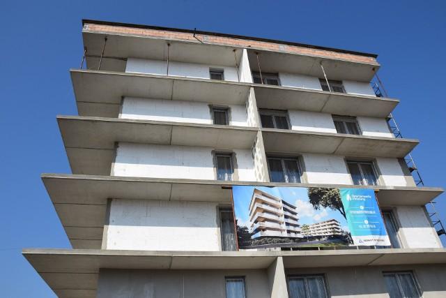 W okolicy Amelungu powstają nowe apartamenty i domu jednorodzinne. Miasto wybudowało tu także nową przepompownię wody