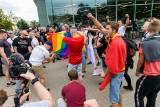 Marsz równości w Białymstoku tłem dla spotu Kto zaprotestuje kiedy ciebie zaatakują. Andrzej Seweryn czyta wiersz Kiedy przyszli (wideo)