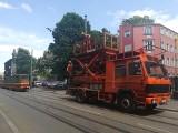 Ciężarówka zerwała trakcję tramwajową na ul. Kilińskiego. Tramwaje i autobusy jeżdżą objazdami