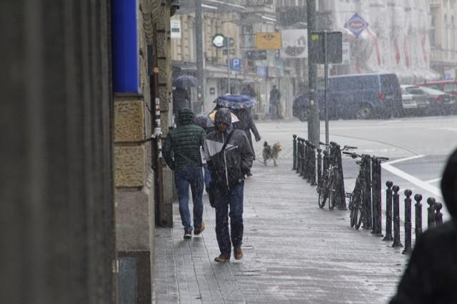 Instytu Meteorologii i Gospodarki Wodnej przypomina o obowiązujących dla Wielkopolski ostrzeżeniach. W przeważającej części województwa występują intensywne opady deszczu oraz silny wiatr.