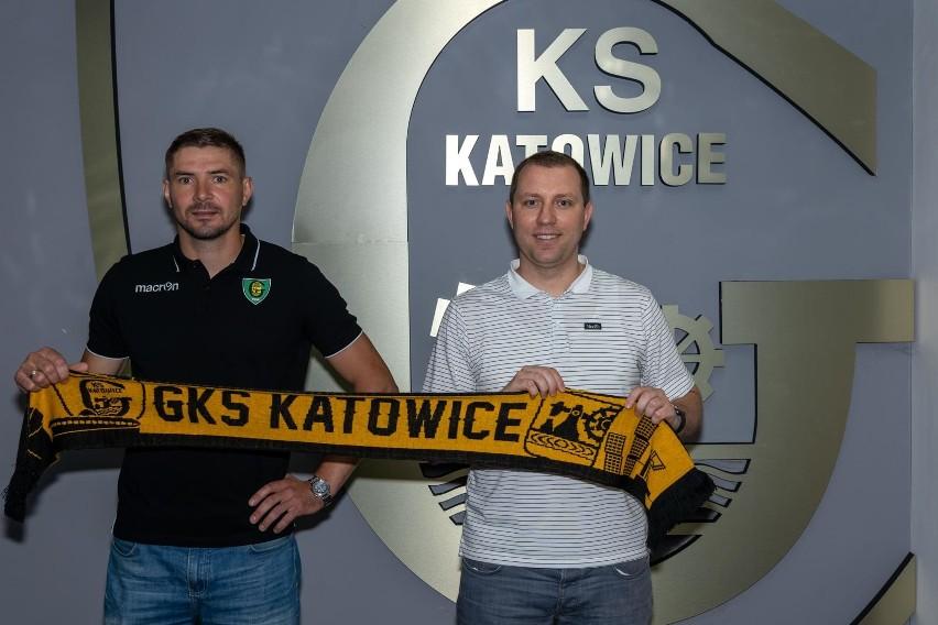 Nowy nabytek GKS Katowice Maciej Kruczek w towarzystwie...