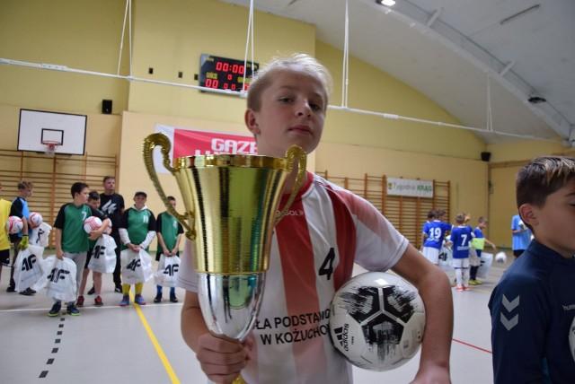 Olaf Barylak, reprezentujący SP nr 2 w Kożuchowie został najlepszym zawodnikiem turnieju. Otrzymał voucher na sprzęt sportowy ufundowany przez Henryka Kusza. Olaf z 23 bramkami został również królem strzelców Memoriału im. Pawła Piotrowskiego