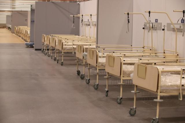 Kurczą się zapasy łóżek dla chorych na COVID-19. W ostatnich dniach 10 szpitali w regionie musiało przeznaczyć dodatkowe łóżka dla zakażonych. Za tydzień lub dwa może ruszyć szpital polowy w hali Expo Łódź.CZYTAJ DALEJ >>>