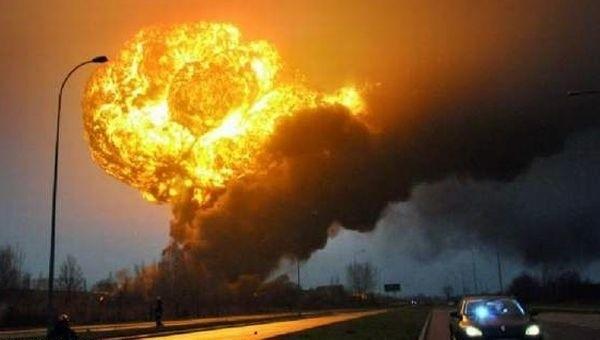 Pożar cystern w Białymstoku. Grzyb ognia niczym po wybuchu bomby atomowej. Tak wyglądało niebo nad Hetmańską, gdy eksplodowała cysterna. Poniedziałek, tuż po godzinie 7.