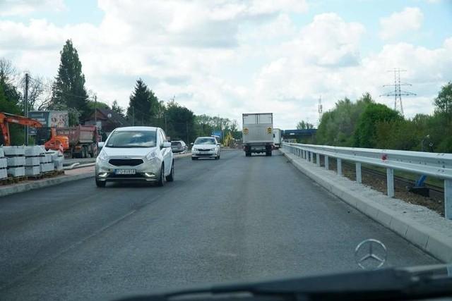 W związku z trwającą przebudową  ulicy Gdyńskiej w Koziegłowach obowiązuje tutaj ograniczenie prędkości do 30 km/h oraz zakaz wyprzedzania