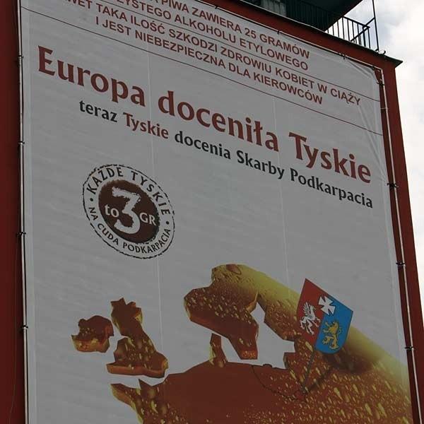 Herbu Podkarpacia kompania Tyskie używa tylko na materiałach reklamowych. Jeden z bilbordów wisi w Rzeszowie przy ulica Lisa Kuli.