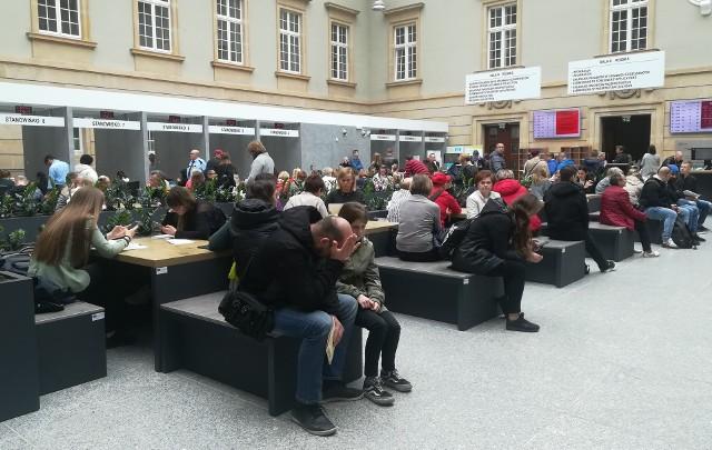 Wrocław: Idziesz wyrobić sobie paszport? Lepiej weź termos i kanapki!