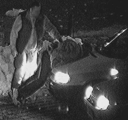 Tę historię zarejestrował monitoring z opolskiego Rynku.  Wspólny patrol straży miejskiej i policji zauważył mężczyznę, który przechadzał się po rondzie przy pl. Wolności. Kiedy podeszli do niego, zaczął być agresywny i zaatakował policjantów. Wywiązała się szarpanina.