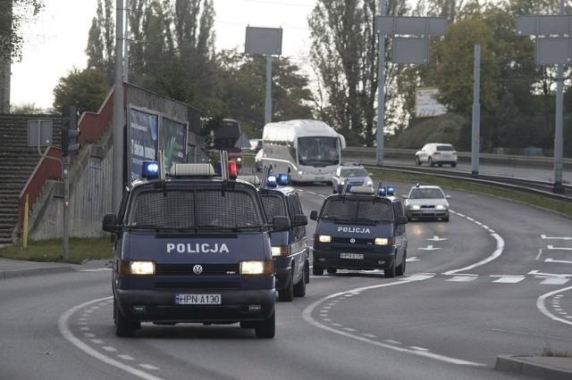 Przejazdy kibiców przez województwo  angażują duże siły policyjne.