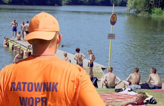 Tylko na kąpieliskach miejskich można jeszcze czuć się bezpiecznie. Ratownicy WOPR zapowiadają, że na niektórych pracować będą do 15 września.