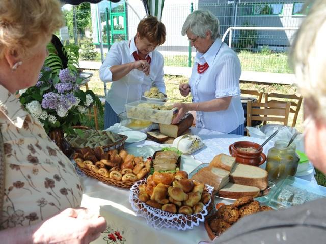 W Błażowej wielu uczestników imprezy przypomniało sobie smaki zapamiętane z dzieciństwa. A pierogi przygotowane przez panie z Koła Gospodyń Wiejskich w Chmielniku od razu znalazły amatora.