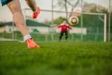 Znoszenie obostrzeń w sporcie: Rząd otwiera orliki i pełnowymiarowe boiska dla amatorów. Sport wraca także sal i hal