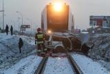 Wypadki na przejazdach kolejowych w Polsce - zobacz te nagrania ku przestrodze [WIDEO]