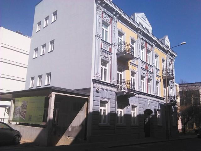 Część majątku Polbudu wkrótce z nowymi właścicielamiJedna z kamienic przy ul. Nowy Świat 9 to piękny zabytek