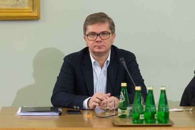 Sylwester Latkowski: reżyser, scenarzysta, dziennikarz, producent filmów i wydawnictw fonograficznych; autor wielu nagradzanych filmów dokumentalnych.