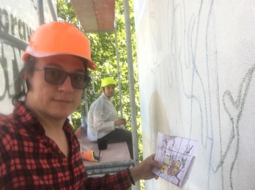 Nowy mural powstał w podwórku łódzkiej kamienicy