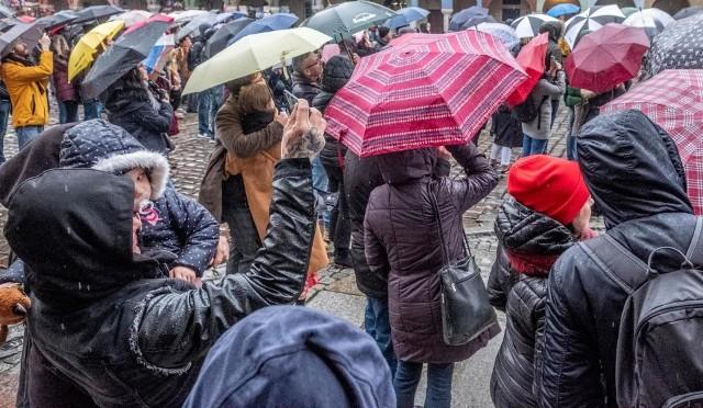 Deszczu nie można marnować - twierdzą inicjatorzy kampanii Złap deszcz i zachęcają ludzi do oszczędzaniu wody