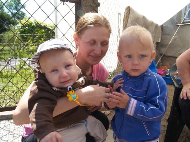 Błażejek z mamą i siostrą Kingą