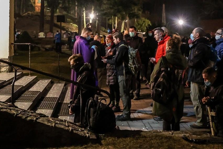Na terenie archidiecezji gdańskiej wystartowała Ekstremalna Droga Krzyżowa. Towarzyszyliśmy uczestnikom ruszającym w trasę w Matemblewie