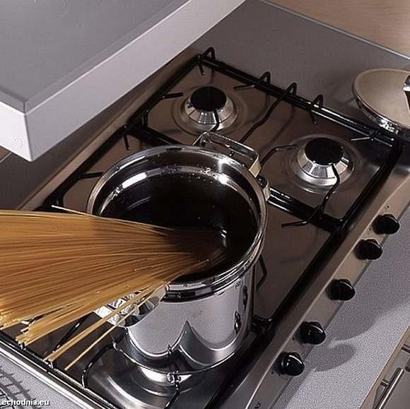 Przy codziennym myciu kuchenki ważne jest także dokładne i systematyczne czyszczenie palników gazowych.