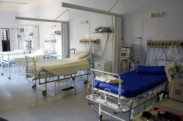 Szpital wstrzymał też przyjęcia na inne oddziały