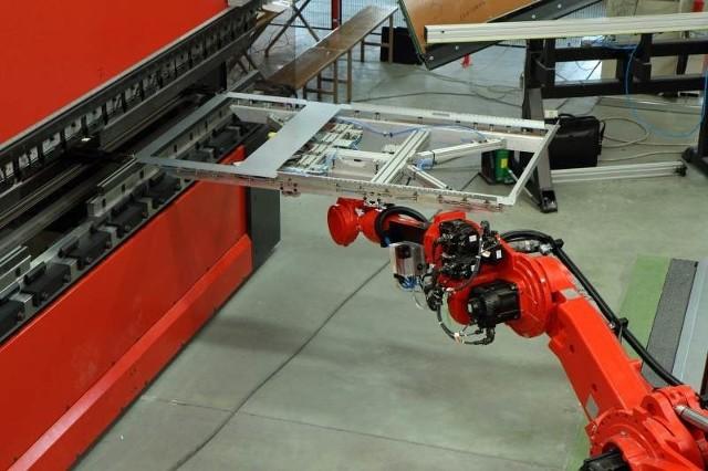 Robot Motoman we włoszczowskim ZPUE.