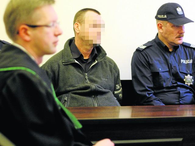 Dla 50-letniego Stanisława D. śledczy chcą 25 lat więzienia. Ich zdaniem włamywacz Krzysztof S. przez zwykły zbieg okoliczności znalazł się mieszkaniu państwa D. akurat w momencie zabójstwa.