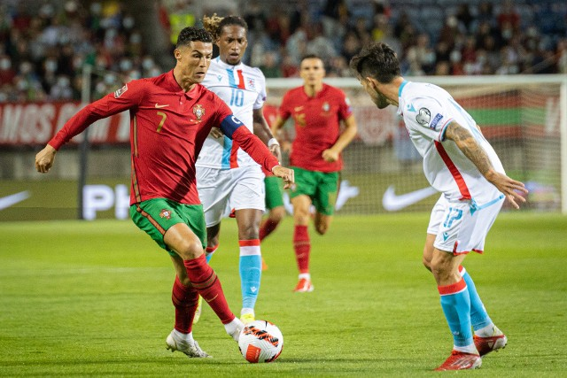 """We wtorek Portugalia bez większych problemów pokonała Luksemburg 5:0 w meczu eliminacji mistrzostw świata 2022. Swoje """"trzy grosze"""" dorzucił oczywiście Cristiano Ronaldo, który zdobył swojego 58. hat-tricka w profesjonalnej karierze (po raz 10. dla reprezentacji). Zobaczcie jak tego dokonał!"""