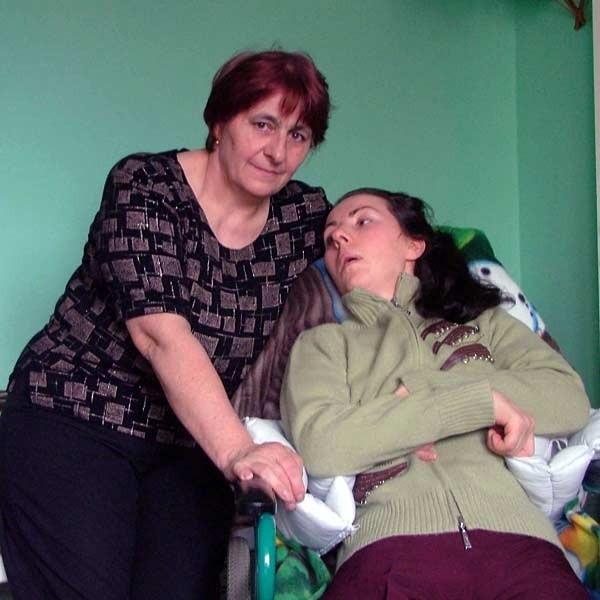 Cztery lata temu Małgorzata Korzenny  tuż po urodzeniu córki w kolbuszowskim szpitalu, zapadła w śpiączkę. Intensywna rehabilitacja, której poddawana jest kobieta, m.in. w specjalistycznej klinice w Bydgoszczy, przynosi efekty, ale nawiązanie kontaktu z chorą wciąż jest niemożliwe.