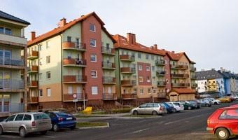 Deweloperzy spasowali na budowach, bo brak chętnych na mieszkania