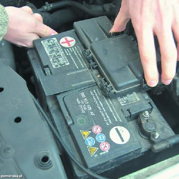 Zadbaj o swój akumulator, bo rano możesz nie odpalić silnika.