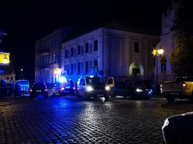 Podejrzanych o kradzież rozbójniczą mężczyzn zatrzymano w czwartek na ul. Klasztornej w Grudziądzu