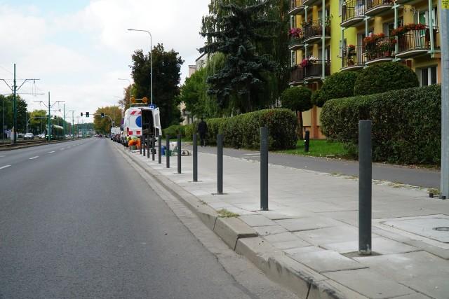 Na ulicy Grunwaldzkiej w Poznaniu, u zbiegu ulicy Cześnikowskiej, zostały zainstalowane nowe słupki.