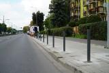 Kolejne słupki uniemożliwiające parkowanie pojawiły się w Poznaniu. Tym razem stanęły na Grunwaldzie. ZDM: to dla bezpieczeństwa pieszych