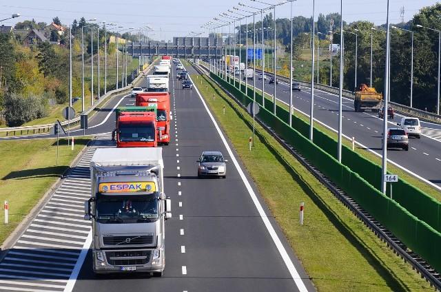 Jak co roku, w okresie wakacyjnym zaczynają obowiązywać zakazy ruchu ciężarówek.