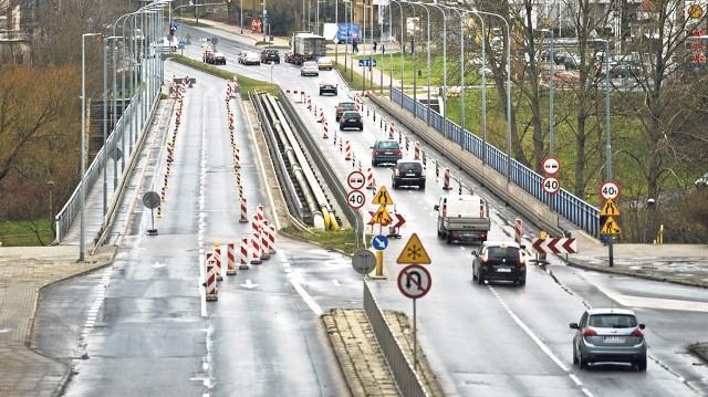 Początkowo wprowadzone ograniczenia ruchu na wiadukcie na al. Monte Cassino okazują się niewystarczające, przejazd musi być całkowicie zamknięty