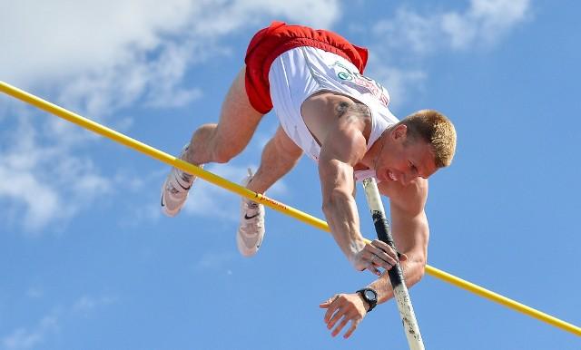 Piotr Lisek razem z kolegami z reprezentacji Polski wywalczył historyczny złoty medal Drużynowych Mistrzostw Europy w lekkiej atletyce