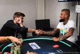 Gerard Pique i Arturo Vidal świetnie grają też w... pokera. Gwiazdy Barcelony wygrały prawie pół miliona euro w turnieju EPT